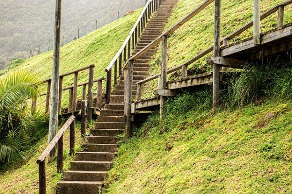 階段、分かれ道